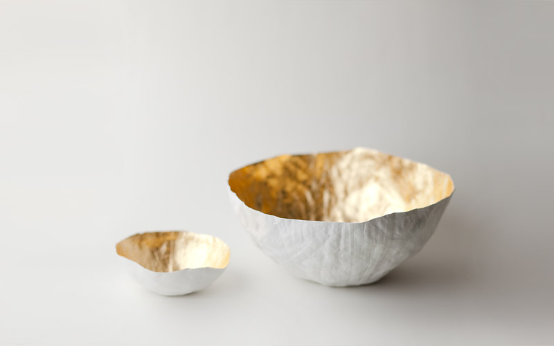 Photo of gold paper bowls